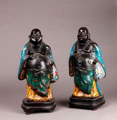 DEUX STATUETTES formant pendant en bronze...