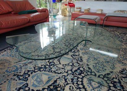 Table basse moderne de forme chantournée...