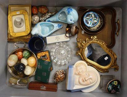 Handle of various knick-knacks: hard stone eggs, small mirror, photo frames, as...