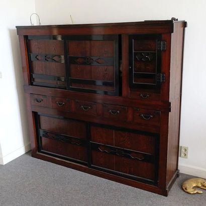 Meuble cabinet en bois exotique, ouvrant...