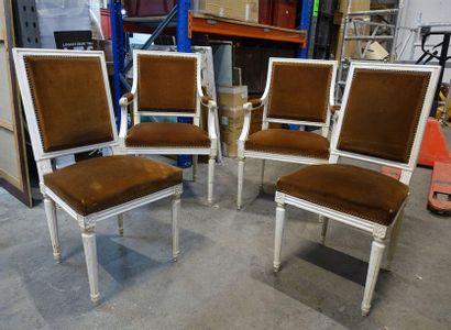 Paire de fauteuils et quatre chaises en bois...