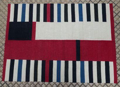 Tapis en laine à décor de bandes alternées...