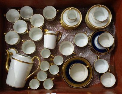 Trois Mannette de ceramique diverse: Trois...