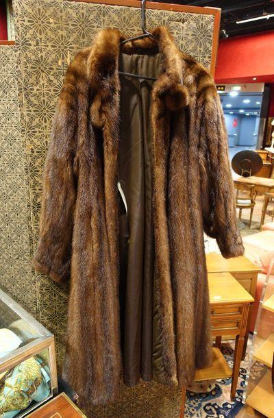 Manteau long en vison à poches latérales,...