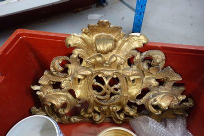 Caisse de bibelots: Haut de miroir en bois...
