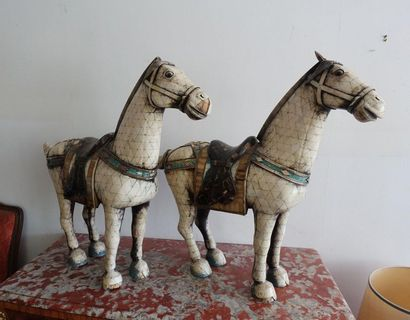 Deux grands chevaux en os de bakélite (accidents...