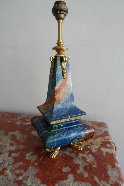 Pied de lampe balustre en bois à décor faux...