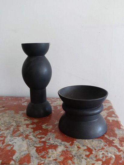 Un vase et une coupe en céramique vernissée...