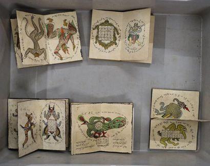 Cinq livres Perse ou chinois avec enluminures...