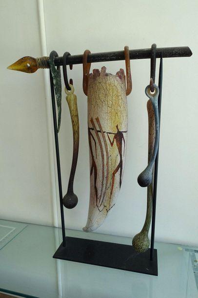 Sculpture en verre composée d'une corne et...