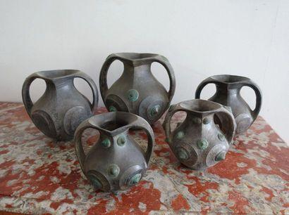 Ensemble de cinq vases en céramique vernissée...
