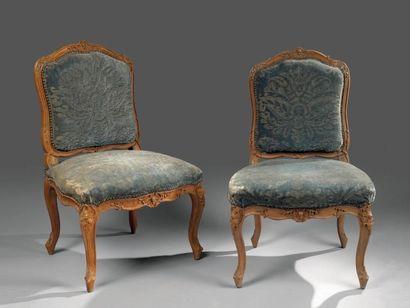 Ensemble de quatre fauteuils et deux chaises...