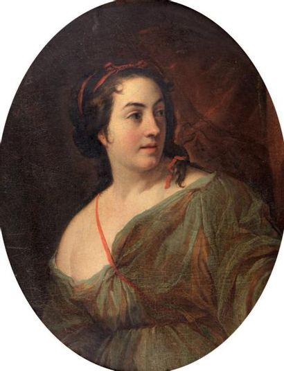 École FRANCAISE vers 1670 Jeune femme en Diane (?) Toile ovale. Petits manques. Très...
