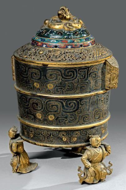 Brûle-parfum tripode couvert en bronze doré...