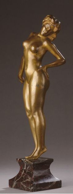 Bronze SUBJECT representing a standing nude...