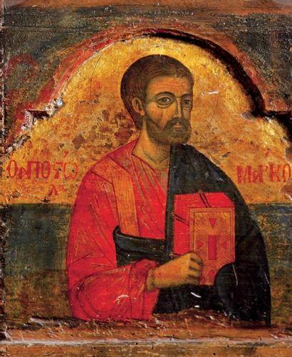 Saint Marc L'apôtre tient avec respect dans...