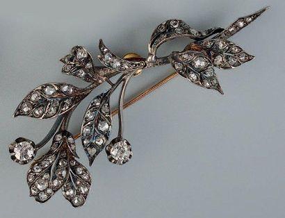 Broche en forme de branche fleurie en or...