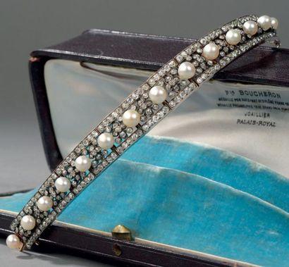 Bracelet ruban en or et argent; composé de...