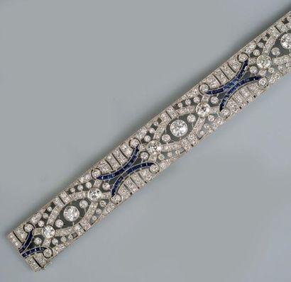 Bracelet ruban en platine et or gris à décor...