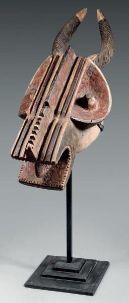 Masque de cervidé à cornes Baoulé. Sculpture...
