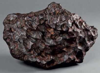 Météorite complète de 33 kg, avec croûte...