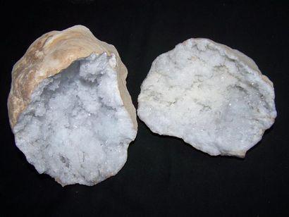 GÉODE de quartz blanc avec cristallisation...