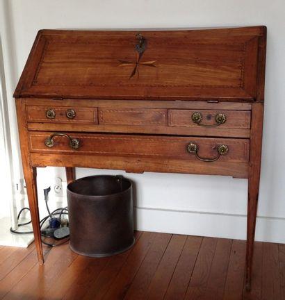 Petit bureau de pente en bois fruitier, abattant...