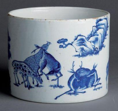 POT A PINCEAU en porcelaine bleu et blanc...