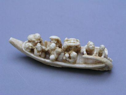 NETSUKE en ivoire marin, représentant des...