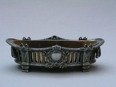 SURTOUT en métal argenté à décor ajouré d'entrelacs,...