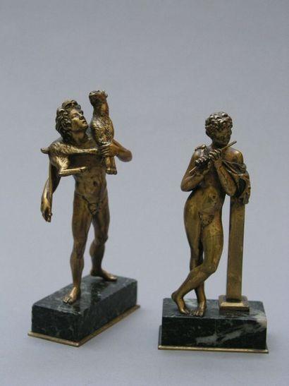 PAIRE DE SUJETS en bronze doré représentant...