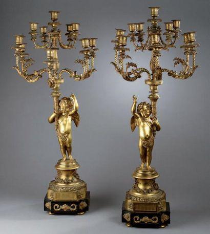 Grande PAIRE DE CANDELABRES en bronze ciselé...