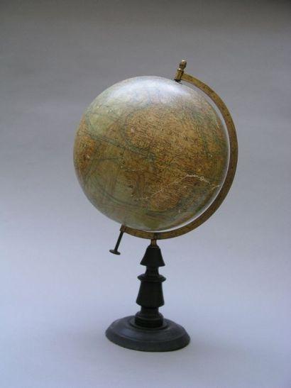 GLOBE terrestre par J. Forest, portant l'inscription...