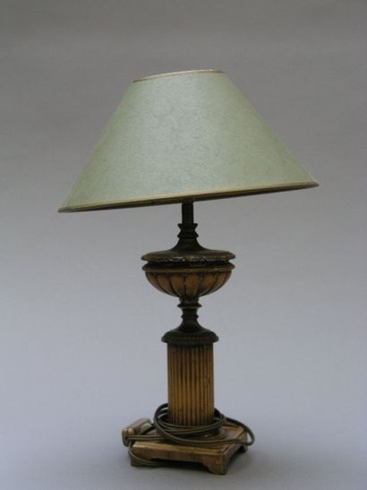 PIED DE LAMPE en fonte de fer et tôle laquée...