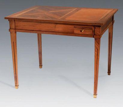TABLE DE SALON à combinaison formant bureau...