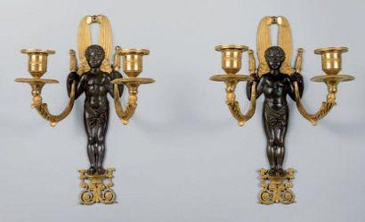 PAIRE D'APPLIQUES en bronze ciselé, doré...