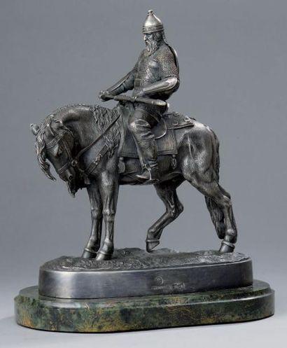 STATUETTE en argent fondu et ciselé, figurant un preux cavalier légendaire russe...
