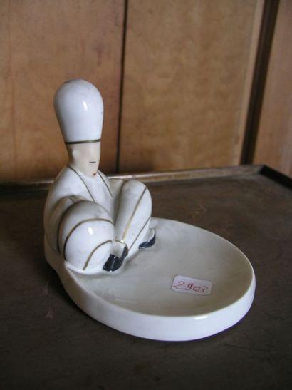 Petit cendrier en porcelaine de Robj.