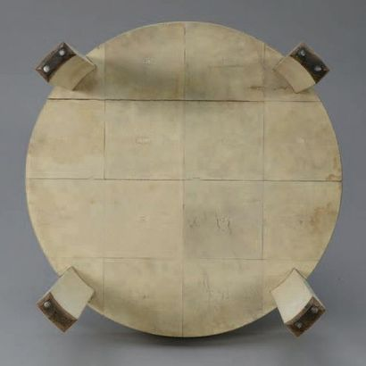 Jean-Michel FRANK (1893-1941) GUÉRIDON circulaire entièrement recouvert de galuchat...