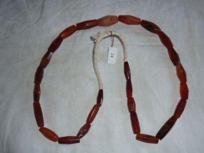 Ancien COLLIER composé de perles à facettes...