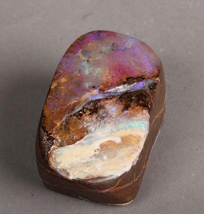 Opale brute. Pds 247 g