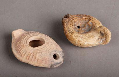deux lampes à huile romaines dont une à décor...