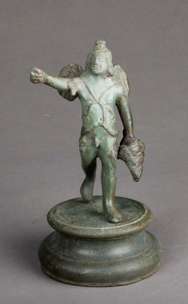 Statue d'Eros-Bacchus ailé en bronze à patine...