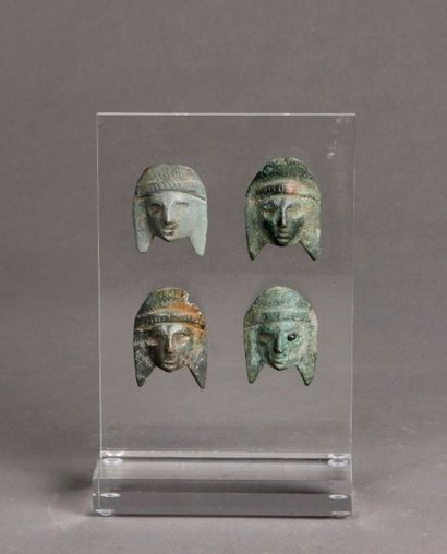 Quatre masquettes de théâtre en bronze à...