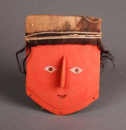 Masque portrait représentant le visage épuré...
