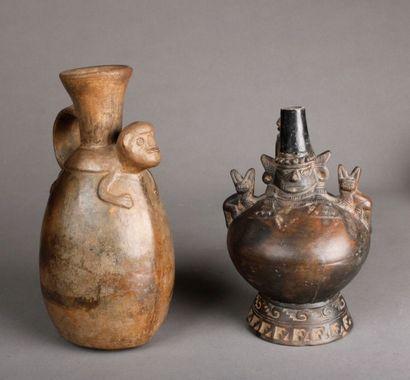 Lot: vase Chancay décoré d'un jaguar en terre...