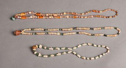 Lot de trois colliers d'époque Inca en pierre...