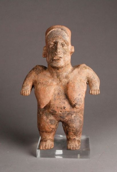 Statuette anthropomorphe en terre cuite rouge...
