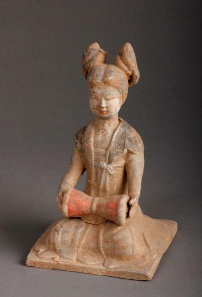 DYNASTIE DES TANG (618 ? 907 ap. J-C.) Musicienne...