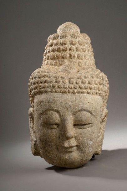 Tête de bodhisattva en calcaire, le visage...